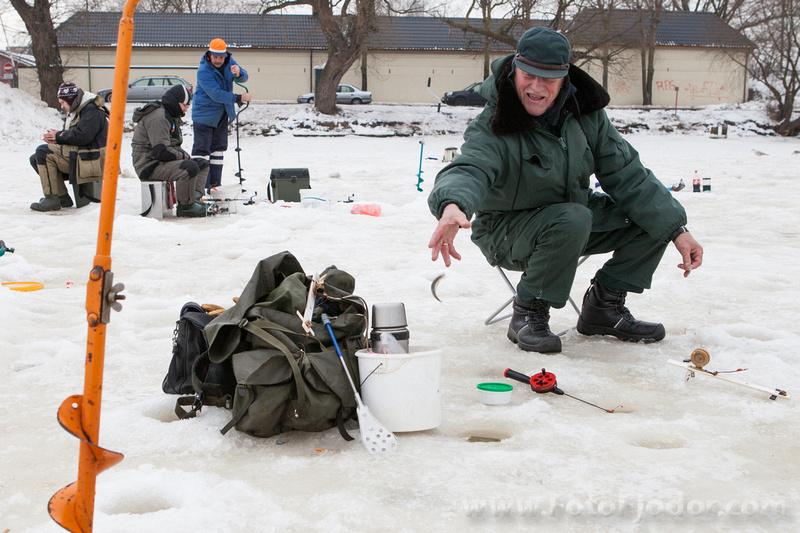 зимняя рыбалка на корюшку в Лиепае